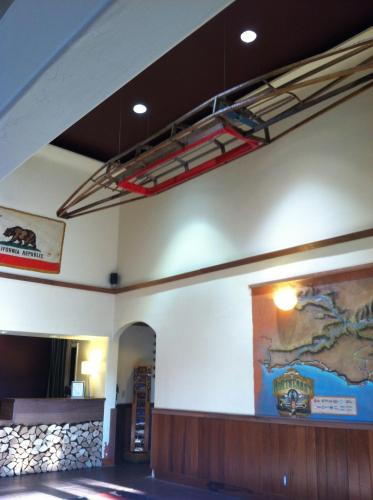 The Redwood Riverwalk Hotel Photo