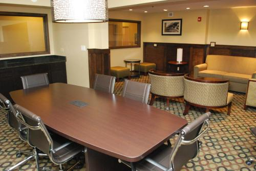Best Western Plus Glenview Chicagoland Inn & Suites Photo