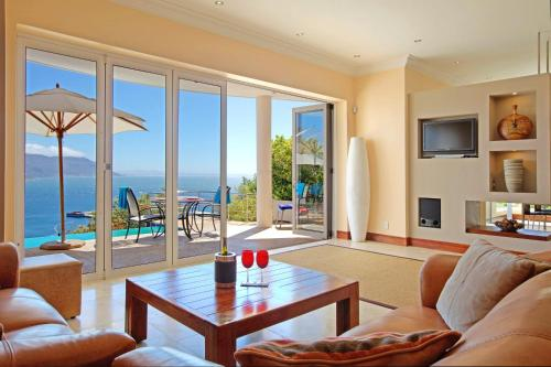 Azure View Luxury Apartment Photo