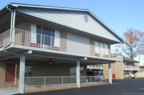 Budgetel Inn & Suites Photo