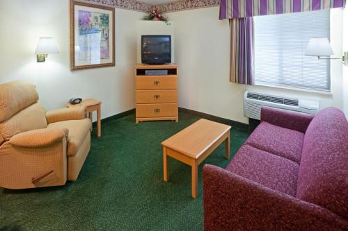 Candlewood Suites Tyler Photo