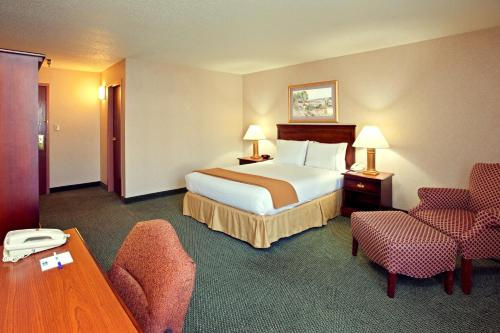 Holiday Inn Express and Suites Pittsburgh West Mifflin Photo
