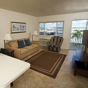 Legacy Harbour Hotel & Suites Photo