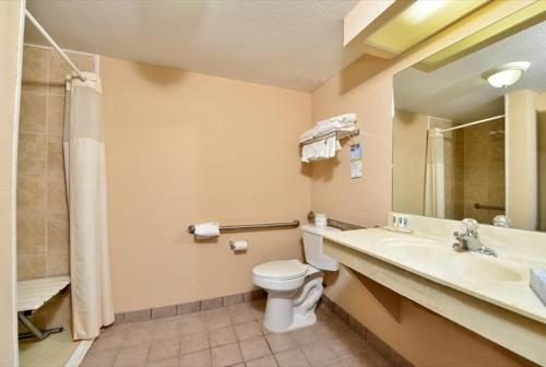 Quality Inn & Suites Centerville Photo