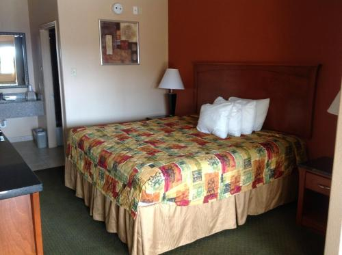 Budgetel Inn and Suites Photo