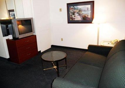Quality Inn and Suites Indianapolis photo 5