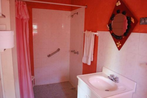 Hotel jamaican colors portland jamaica overview for Jamaican bathroom designs