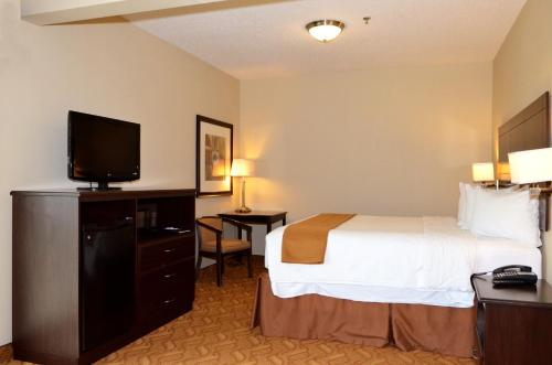 Boulders Inn & Suites Lake View - Lake View, IA 51450
