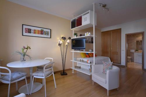 Hotel Feels Like Home - Estrela Apartments 1