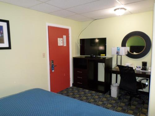 Travelodge Lakewood Photo