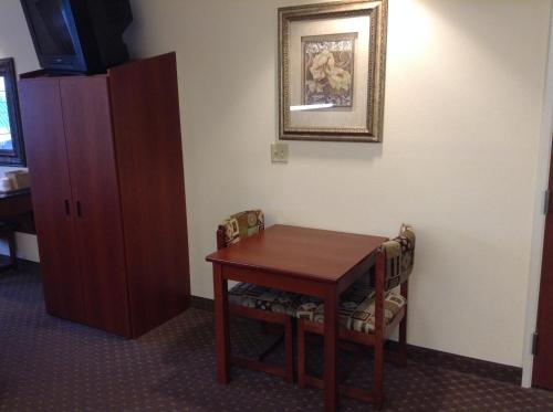 Microtel Inn & Suites by Wyndham Indianapolis Airport photo 2