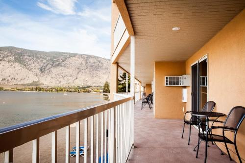 Coast Osoyoos Beach Hotel Photo