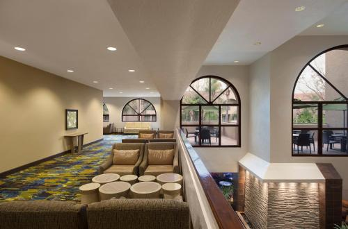 Embassy Suites Phoenix - Tempe Photo
