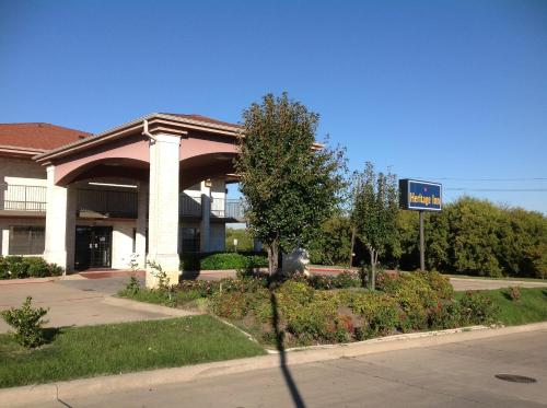 Heritage Inn Grand Prairie Photo