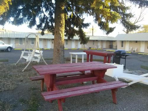 Riverside Motel Photo