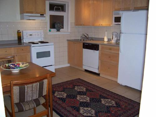 Kitsilano Garden Suites Photo