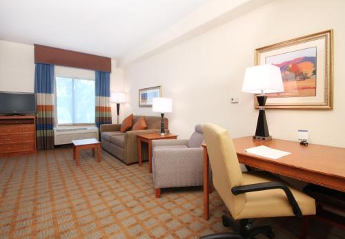 Hampton Inn & Suites Ontario Photo