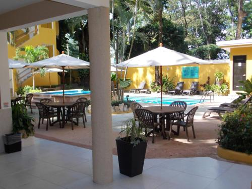Hotel Chablis Palenque Photo
