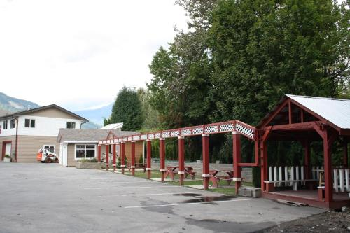 Revelstoke Gateway Inn Photo