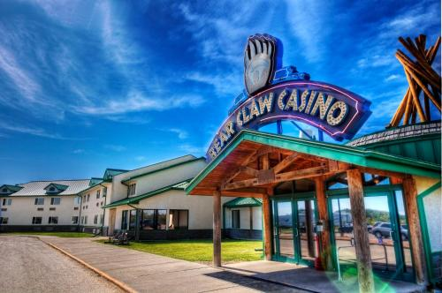 Bear Claw Casino & Hotel Photo