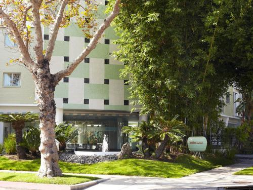 Avalon Hotel Beverly Hills Photo