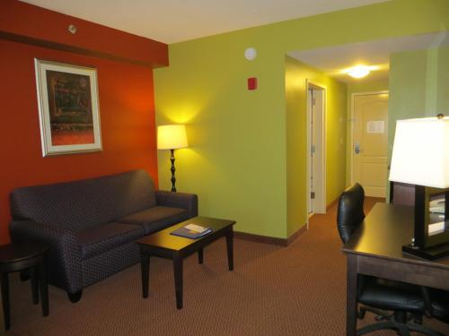 Comfort Suites East Knoxville Photo