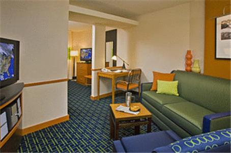 Fairfield Inn and Suites by Marriott Tulsa Southeast/Crossroads Village Photo