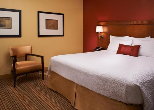Courtyard by Marriott Louisville East Photo