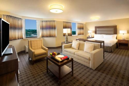 Hilton Crystal City at Washington Reagan National Airport Photo