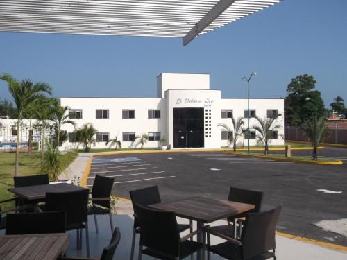 Hotel El Palmar Inn Photo