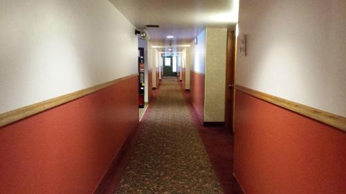 Redwood Motor Inn Photo