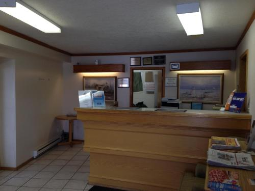 Howard Johnson Express Inn Lethbridge - Lethbridge, AB T1K 2P8