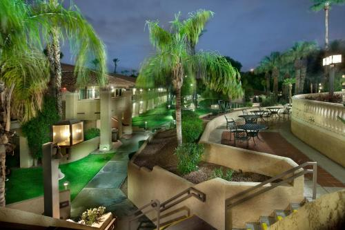 Embassy Suites Phoenix - North photo 5