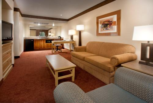 Embassy Suites Phoenix - North photo 6