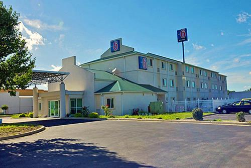 Motel 6 Seymour North Photo