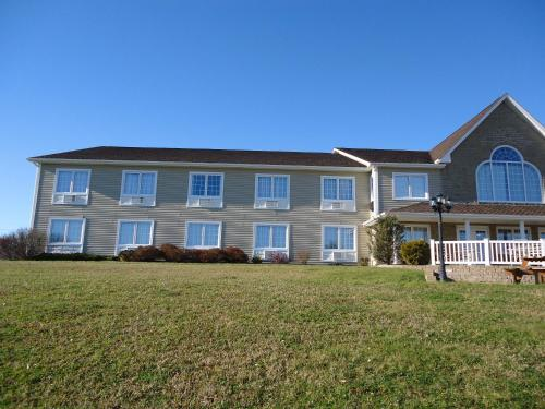 Auberge Bouctouche Inn & Suites Photo