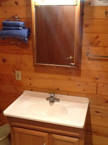 Drift Lodge Moose Bay Cabins Photo