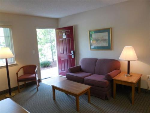 Affordable Suites Charlottesville Photo