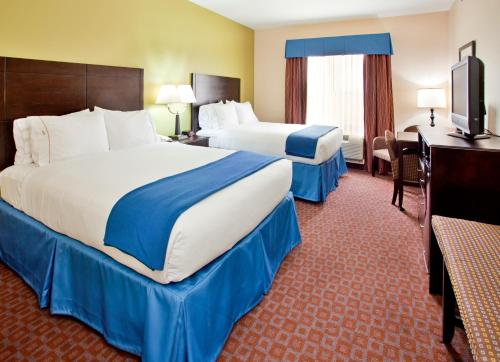 Holiday Inn Express and Suites Pryor Photo