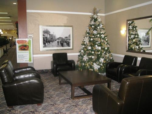 Baymont Inn & Suites Red Deer Photo