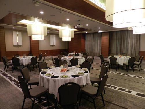 Radisson Hotel & Conference Centre Calgary Airport - Calgary, AB T3J 4C8