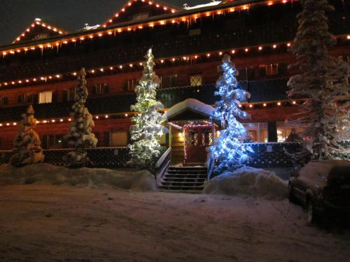 Chateau Apres Lodge Photo