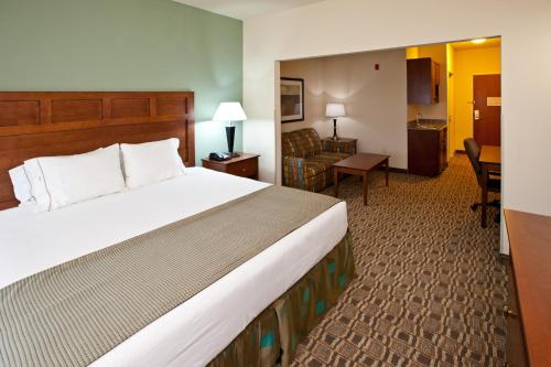 Holiday Inn Express & Suites Ripley Photo