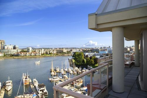 Coast Victoria Harbourside Hotel Photo