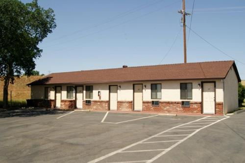 Travelers Motel Photo