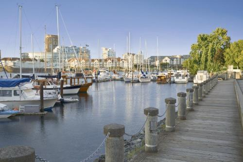 Coast Victoria Hotel & Marina by APA Photo