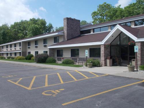 Boarders Inn & Suites by Cobblestone Hotels Photo