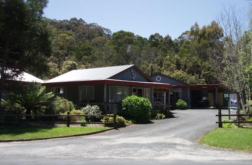 The Crays Accommodation, green hotel in Strahan, Australia