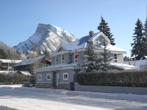 Blue Mountain Lodge Banff Photo