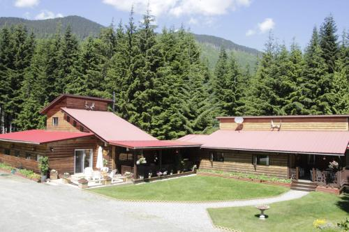 Shames Country Lodge Photo